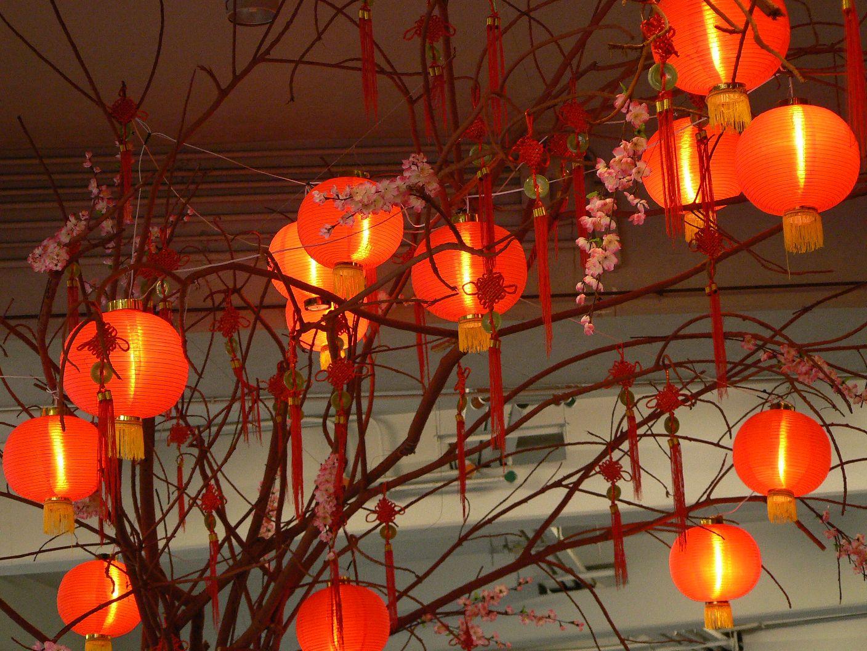 mal-521-kl-chinesische-neujahrslampions-bei-nacht