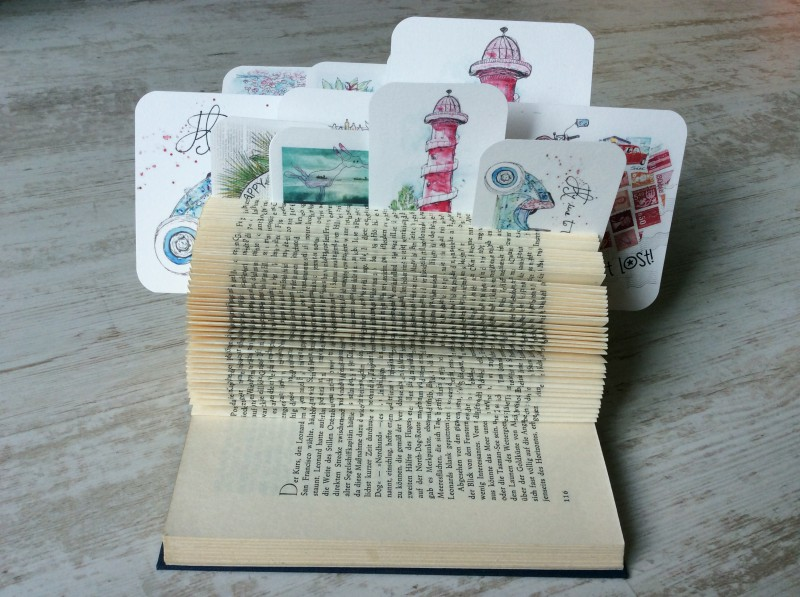 Upcycling Buch als Kartenhalter-1